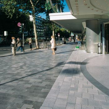 Düsseldorf (D), Graf-Adolf-Straße, Belpasso Nuvola and Umbriano Grey granite-white